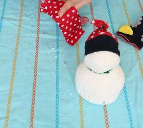 Hóember készítése zokniból