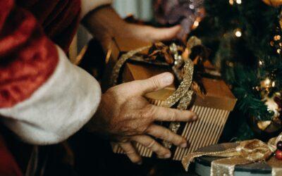 Ki hozza az ajándékot a világ más országaiban?